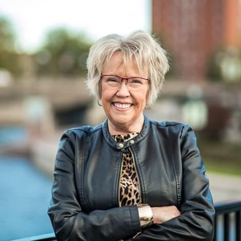 Photo of Gail Meader-Graber